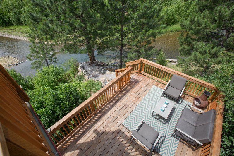 Creek Front Cabin sleeps 4. 30 min. from Missoula, vacation rental in Arlee