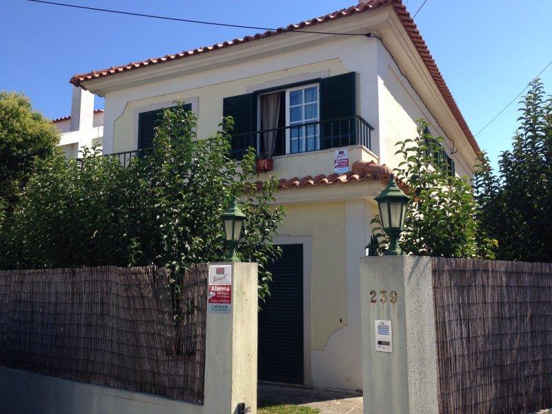 Casa Da Marina. 4 bedrooms, 3 bathrooms, private garden. Close to shops and the beach