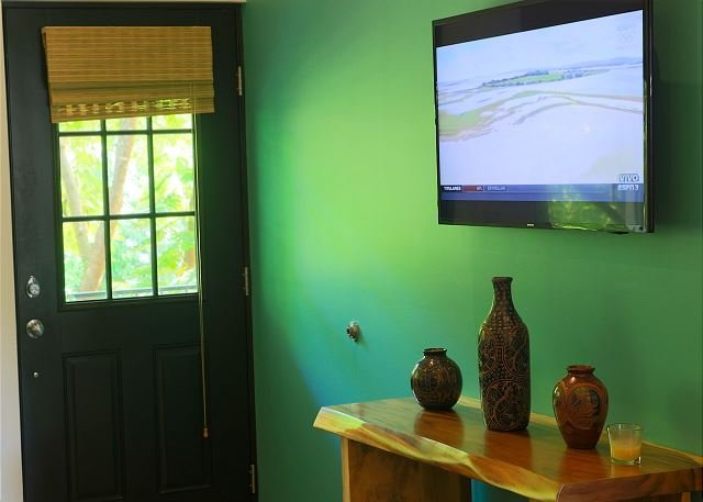 New 3 bedroom luxury condos just 10 mins from 10 beaches!!, holiday rental in Playa Grande