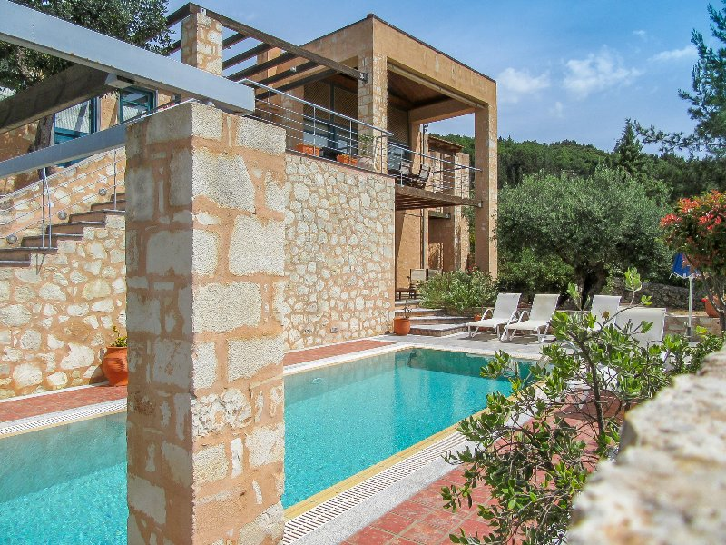 Aphrodite Apokoron Luxury Villas, vacation rental in Gavalohori