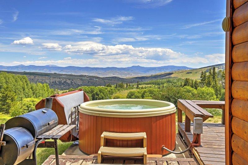 Desconecte-se do estresse diário e mergulhe suas preocupações na banheira quente da cabine!