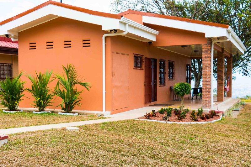 Robin's Nest Studio Cotttage, alquiler de vacaciones en Escazú