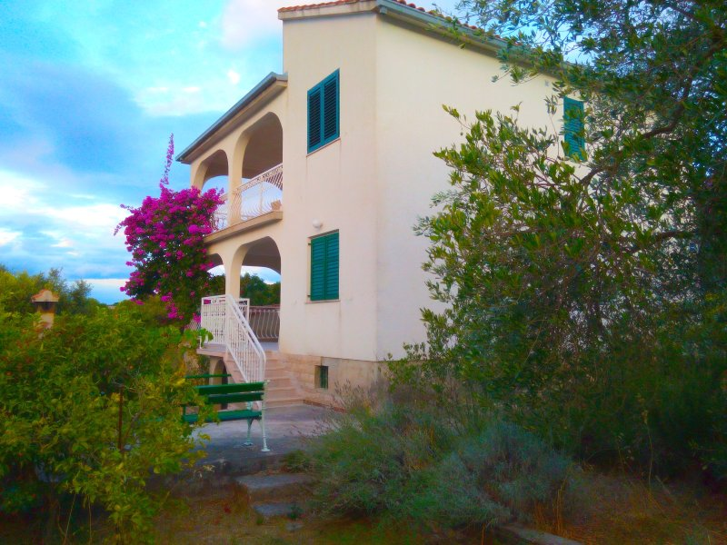 Mistral, vacation rental in Necujam