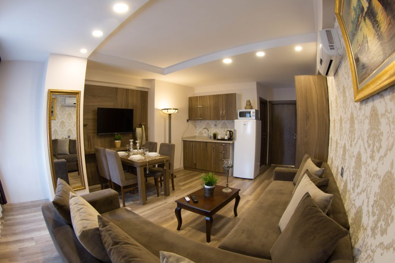 Spacious Apartment near Cevahir Mall Sisli, vacation rental in Istanbul