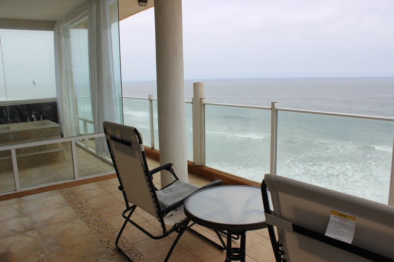 Sitting Area to enjoy ocean views (Sunrise and Sunset are perfect)
