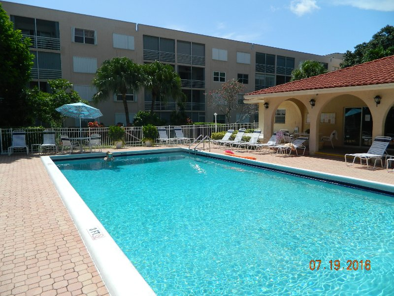 Sensational 5 STAR Condo on the beach Near Fort Lauderdale !!!, holiday rental in Pompano Beach