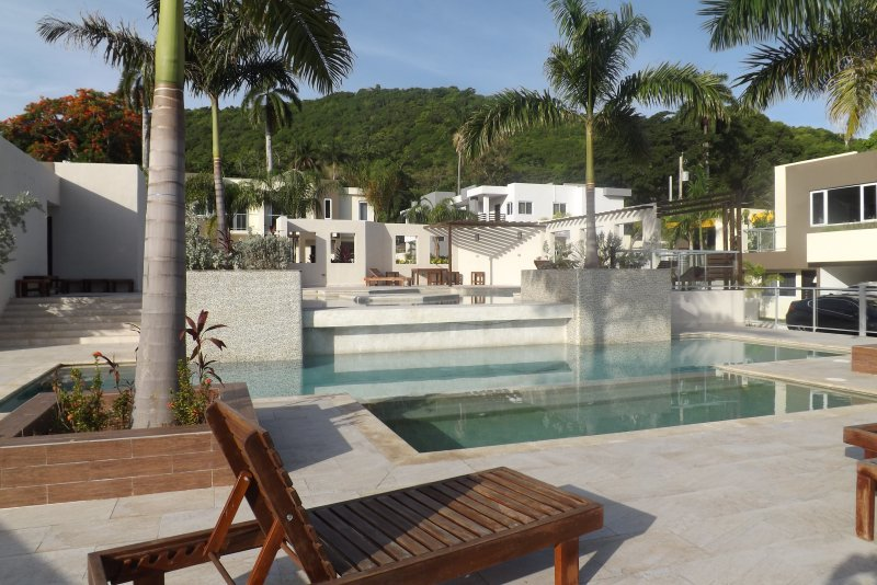 TWIN PALMS RETREAT - MONTEGO BAY JAMAICA, holiday rental in Wiltshire