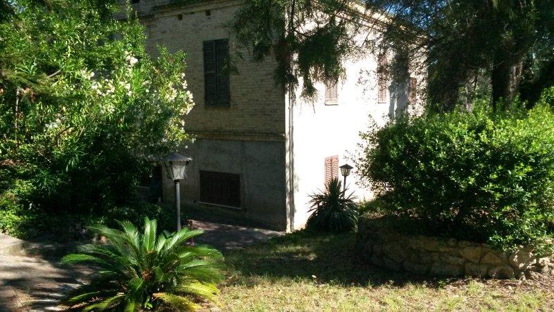 country house with  garden, near airport and sea – semesterbostad i Santa Teresa di Spoltore