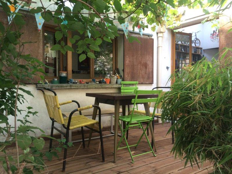 MAISON 75m2 + terrasse, Paris Jourdain, holiday rental in Les Lilas