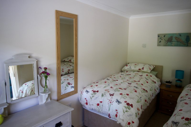 Chanctonbury Cottage Bedroom (single layout)