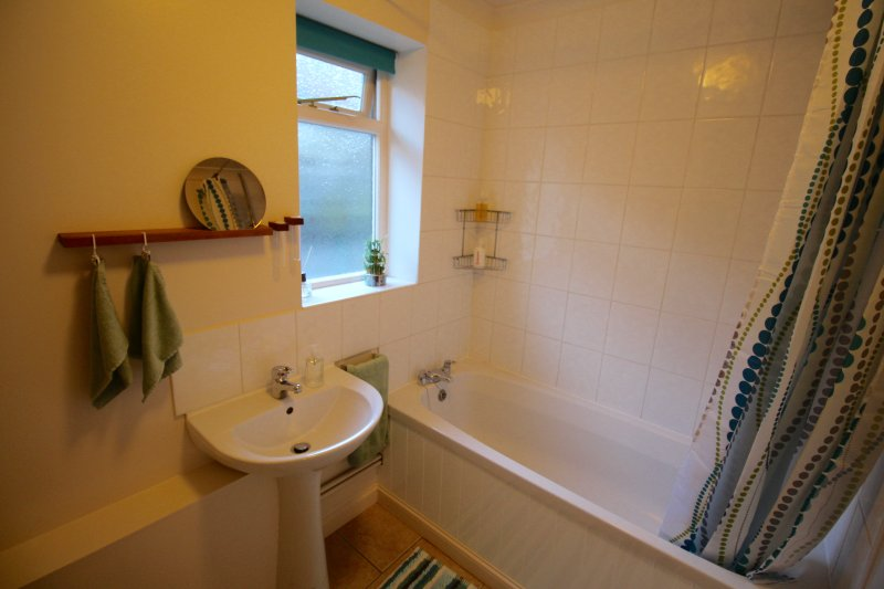 Chanctonbury Cottage bathroom