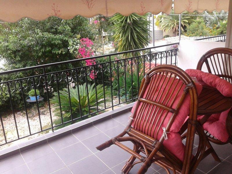 Apartm 58sqm, entresol above garden, casa vacanza a Voula
