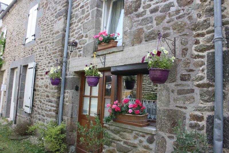 Location gîte Dinan/St Solen, holiday rental in Saint-Pierre-de-Plesguen