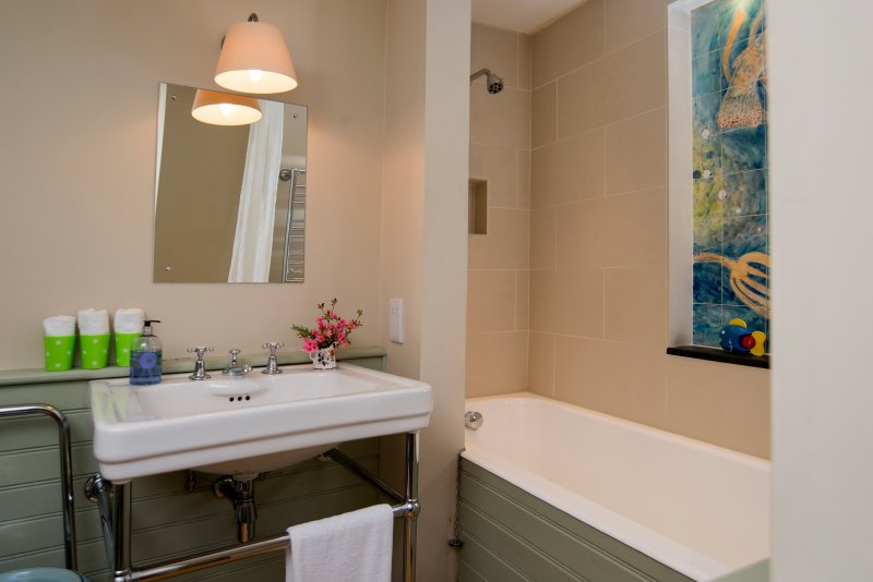 This lovely bathroom is shared by the 2 Extension Bedrooms