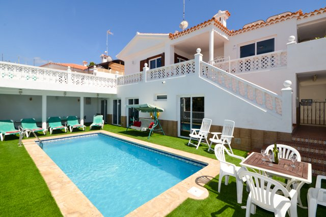 Villa Marie. Beautiful 3/5 Bedroom Villa. Private Heated Pool. Callao Salvaje. – semesterbostad i Adeje