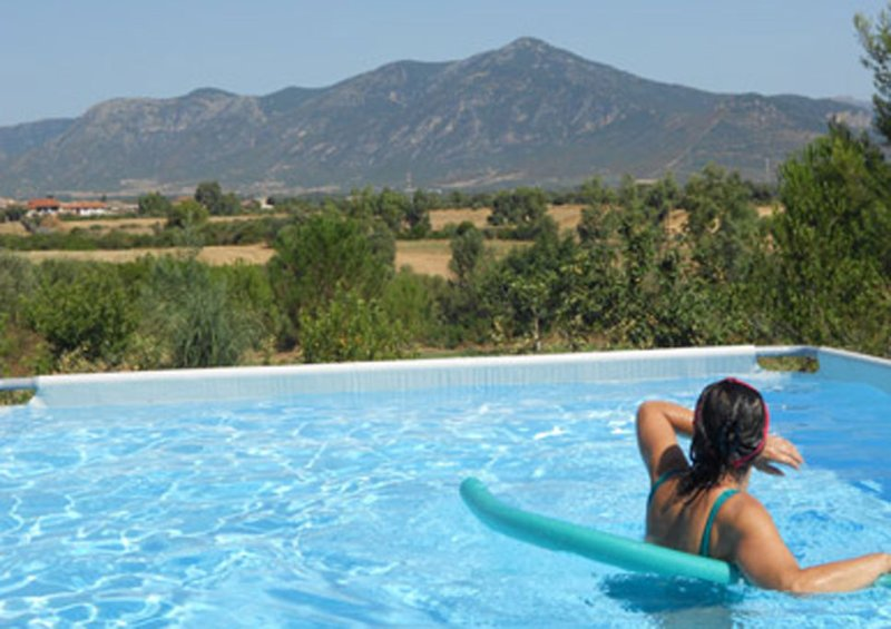 Appartamento indipendente in campagna, uso piscina, holiday rental in Nuxis