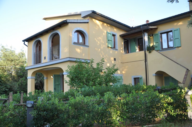 Appartamento indipendente in colonica, vacation rental in Castagneto Carducci