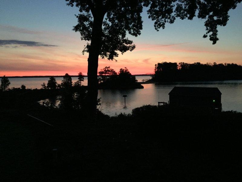 casa de praia espectacular em Rappahannock rio com praia particular e privada (protegida) ancoradouro.