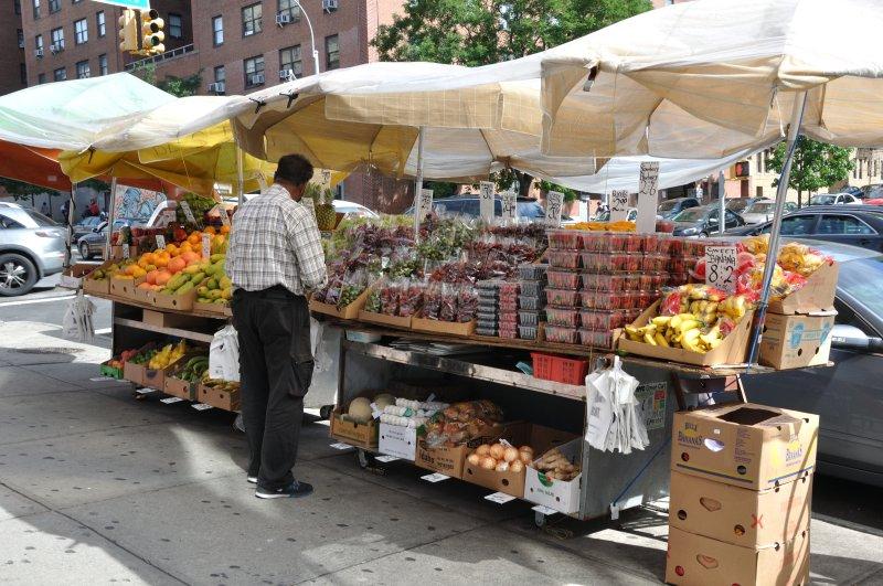 Frutta fresca su Street West 145th
