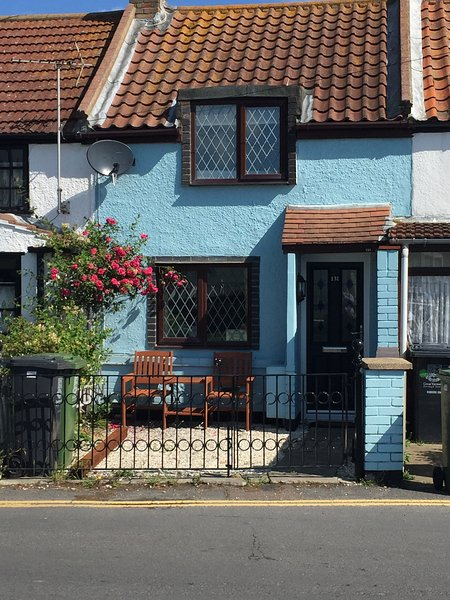 Turning tides cottage is tides cottage a stones throw from the beach