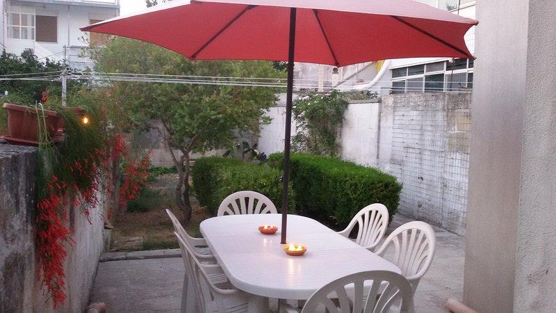 Casa con giardino+bici+piccoli animali ammessi, vacation rental in Serrano