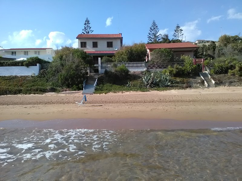 VILLA EVA  area 'A'sul mare Pozzallo, vacation rental in Pozzallo