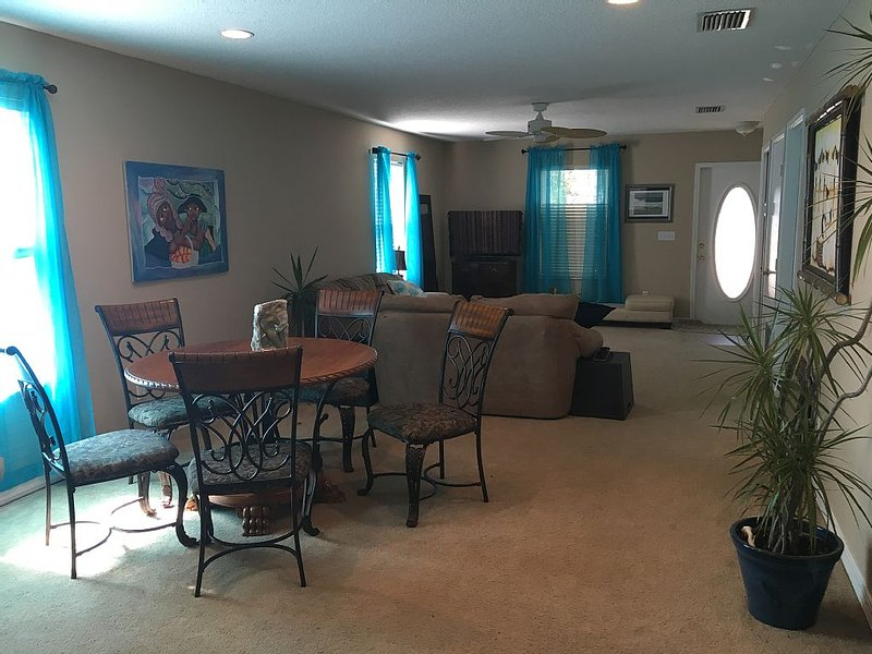 Walk to BEACH- ISLAND LIFE- Amazing Getaway, vacation rental in Saint Augustine Beach