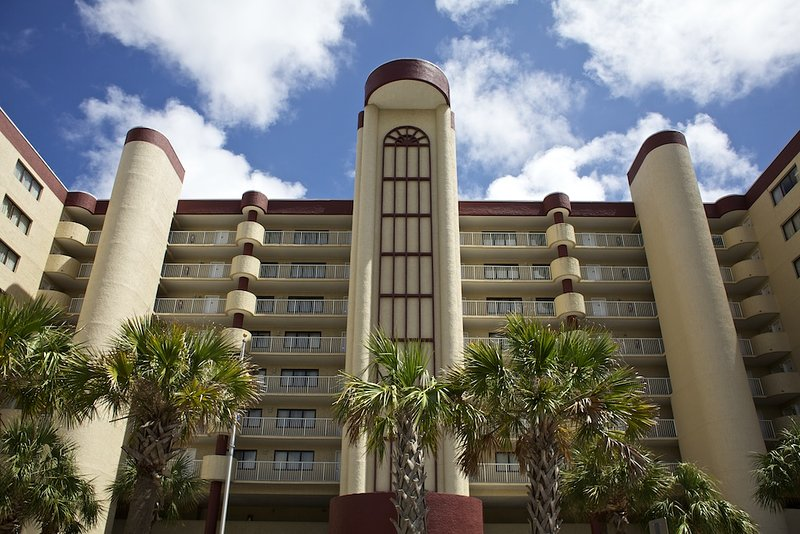 Wyndham Westwinds 2 bedroom w airy cafe, fitness center, indoor/outdoor pools, holiday rental in North Myrtle Beach