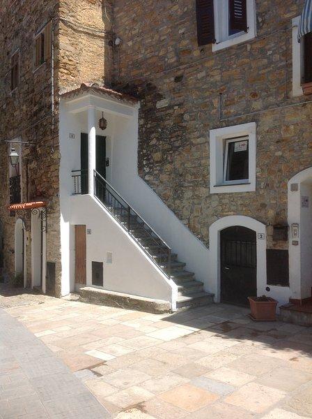 Casa in pietra nell Antico Principato di Seborga, holiday rental in Vallebona