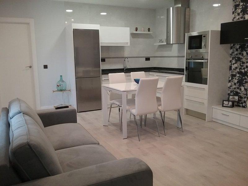Preciosa casa nueva de diseño en Fermoselle Centro, holiday rental in Urros