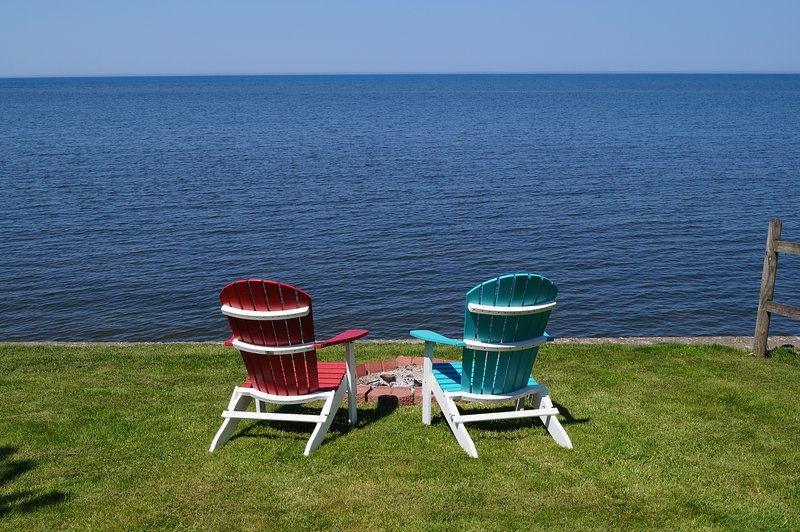 2 BD Lakefront Cottage between Niagara Falls and Rochester, holiday rental in Kent