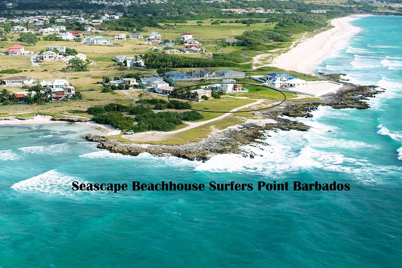 Foto aérea de la ubicación única frente al mar en una península del paisaje marino de la playa Casa Surfers Point