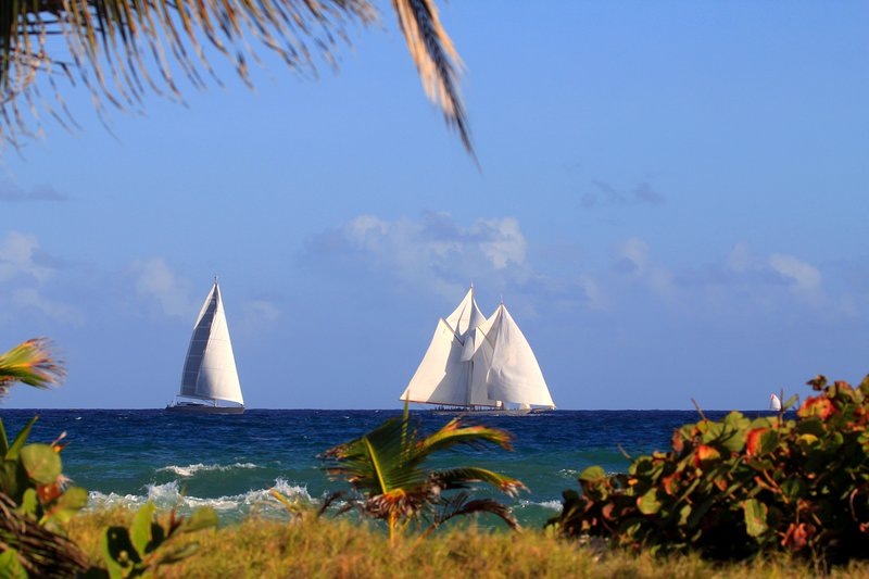 Sailing yachts passing by at Seascape Beachhouse seen from the oceanfront deck