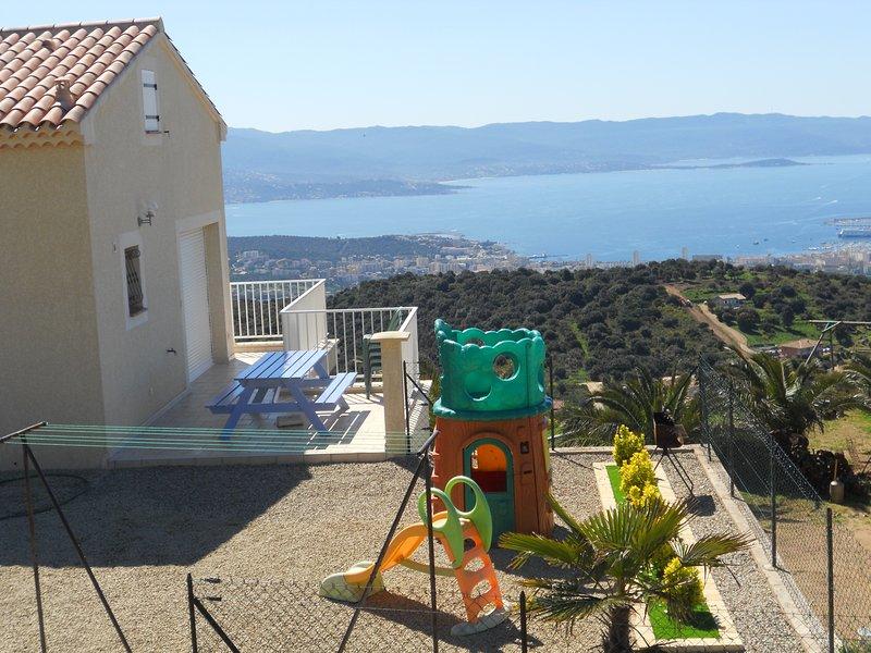 Gites-Sassone, villa avec piscine pour 5 personnes et vue mer panoramique., location de vacances à Corse-du-Sud
