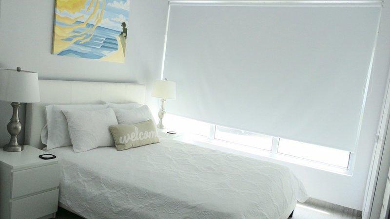 Cama queen-size, ar condicionado Split, ventilador de teto