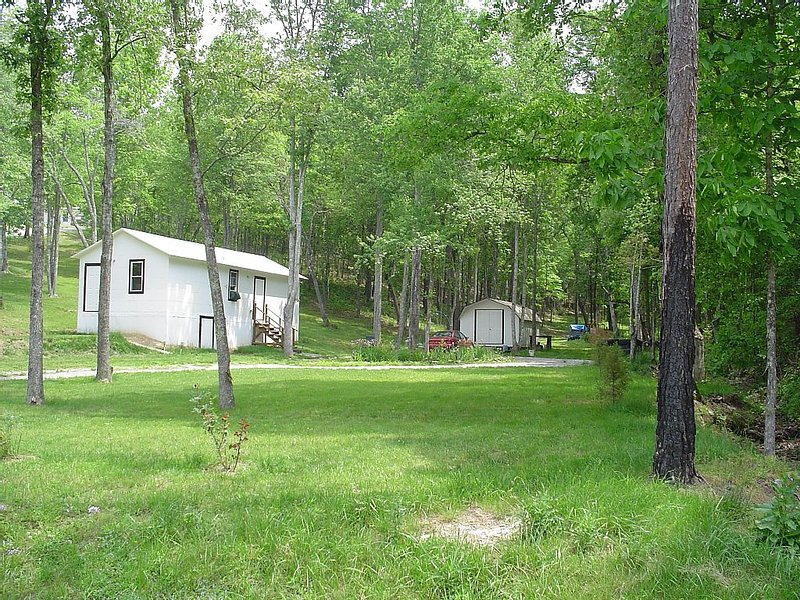 Little Cabin In The Woods Peaceful Retreat, holiday rental in Fall Rock