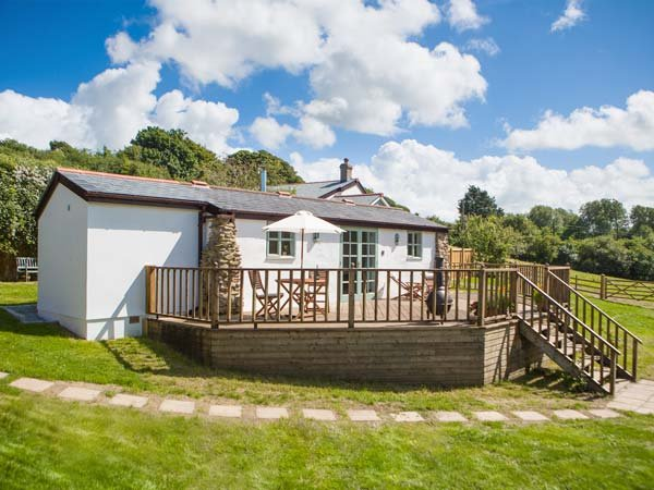 FIVE ELEMENTS STUDIO luxurious studio accommodation, woodburner, close to beache, holiday rental in Mithian