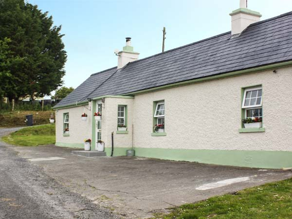 OX MOUNTAIN VIEW all ground floor, detached, pet-friendly, open fire, in, holiday rental in Collooney