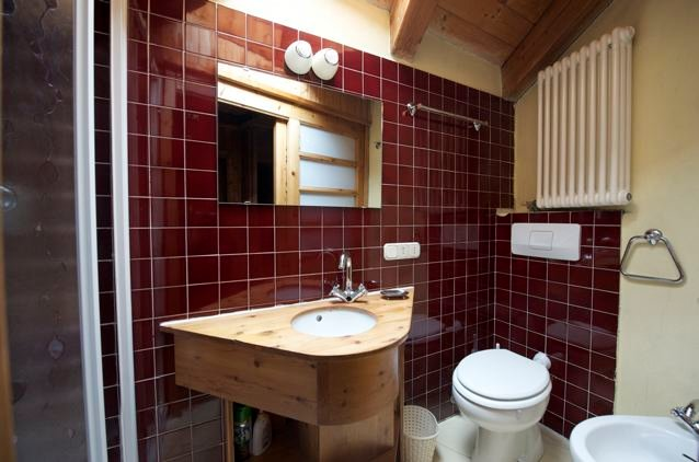 chalet in the center of valtournenche on 5 floors 3 bathroom one kitchen and dining room open space