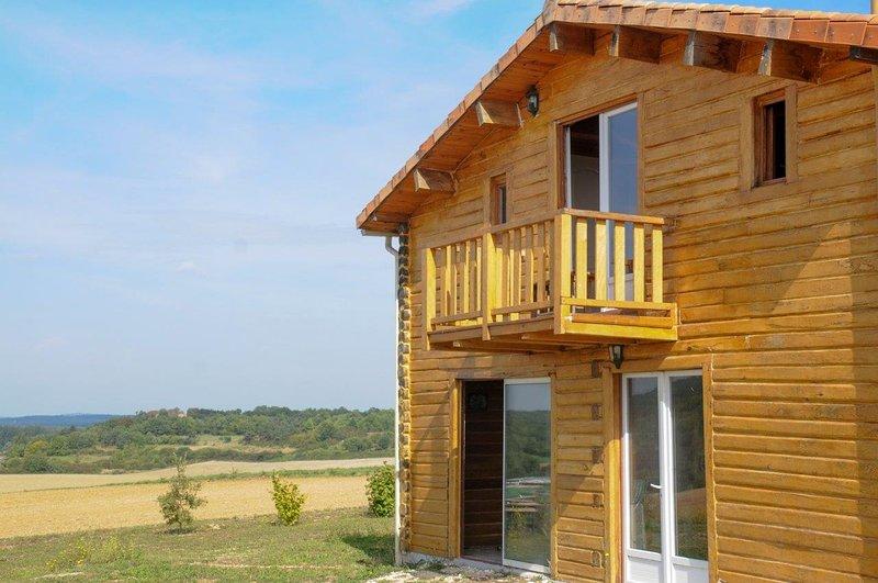 Hébergement insolite dans une maison en bois, vacation rental in Mareuil