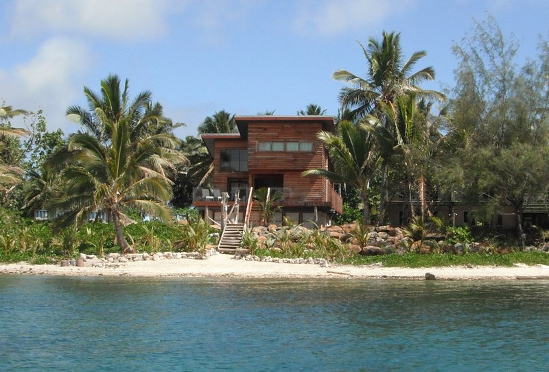 Best Holiday Rental Award Winning, Exceptional &Eco-friendly KAIREVA BEACH HOUSE, vacation rental in Rarotonga