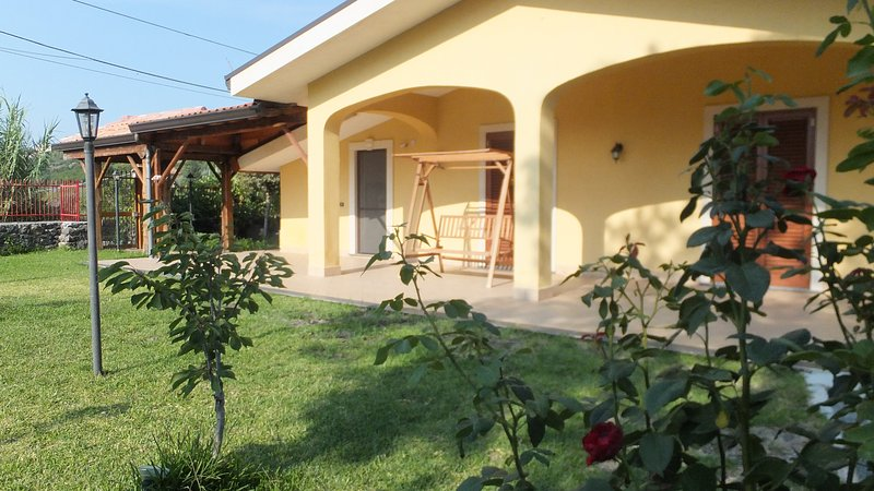 Home between sea and mountains, ideal for families with children