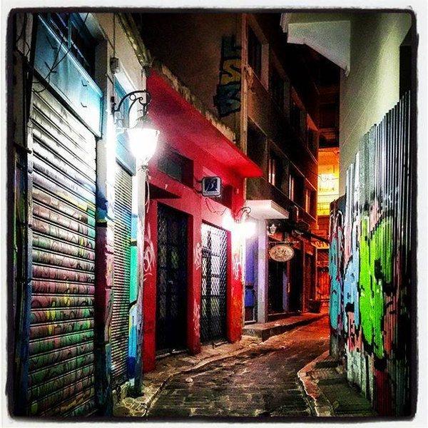 schmal Psirri Bereich, viele Galerien, Bars, Restaurants, Theater s, Atellier.