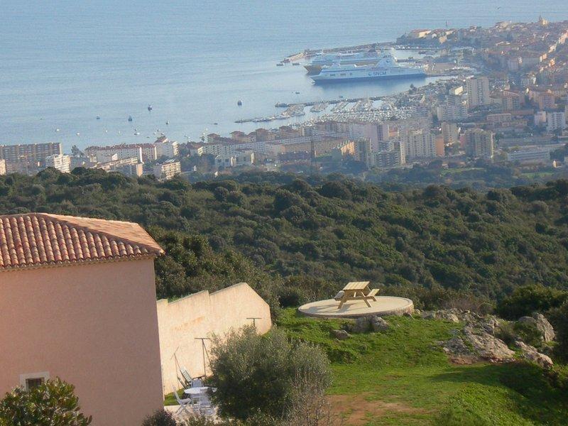 Gite avec Piscine, à 10 mn des plages d'Ajaccio et vue mer, vacation rental in Ajaccio