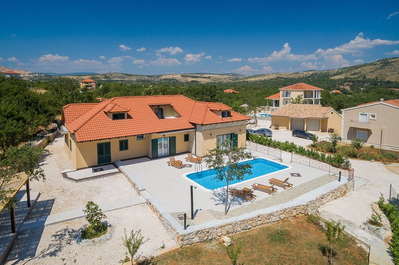 Villa Mia heated pool Split - Dugopolje,Croatia, vacation rental in Kotlenice