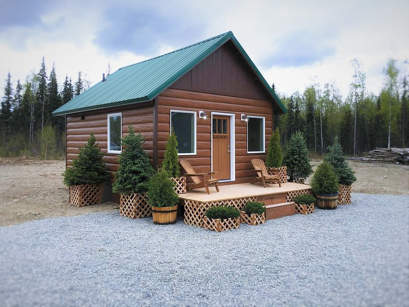Stay in Alaska's 1st Luxury Container Cabin, vacation rental in Wasilla