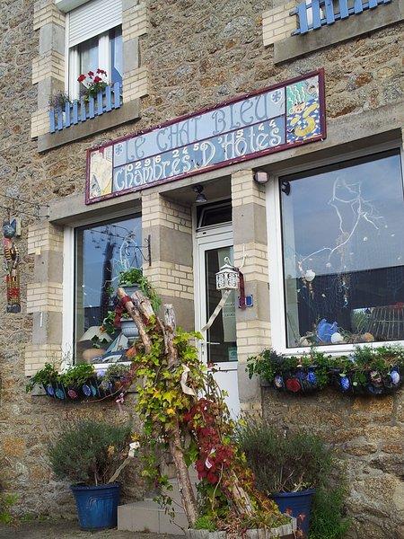 LE CHAT BLEU ' La Chambre Lavande - familial, holiday rental in St Nicolas du Pelem