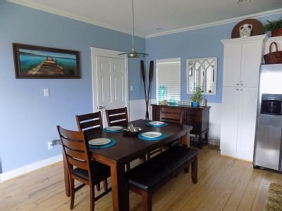Wonderful dining space that seats 6 along with breakfast bar for 5 more.