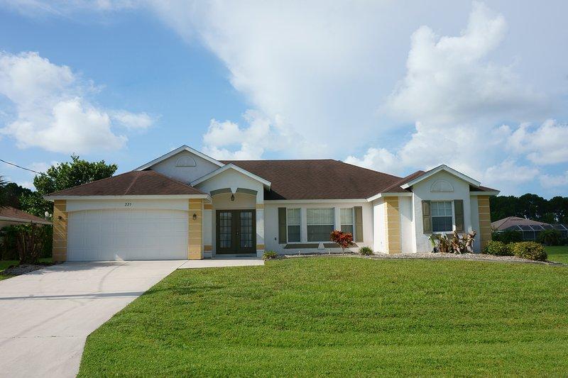 Beautiful Rotonda Villa, South Facing, Canal Views, holiday rental in Rotonda West