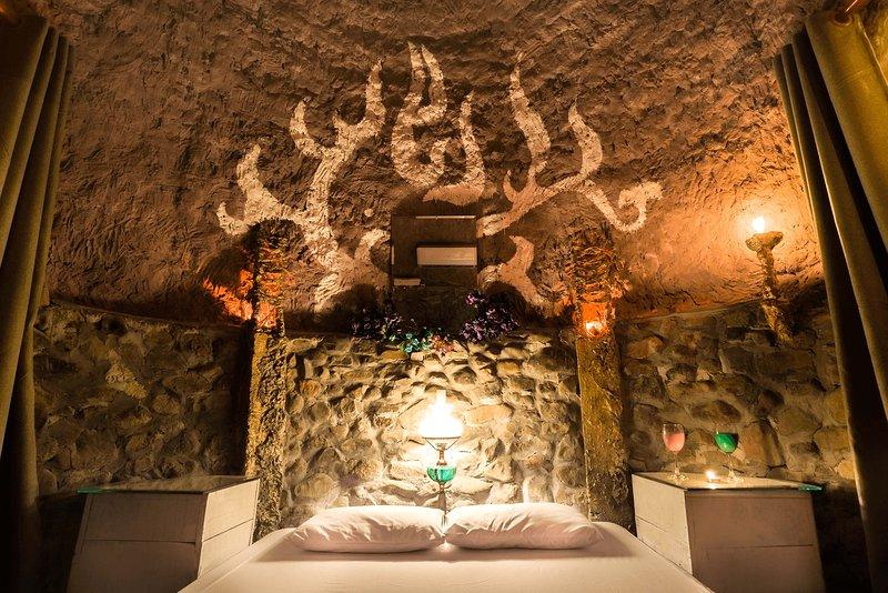Beautiful bedroom comes with aircon, fan, cloak room, wifi, mini bar and fridge